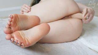 LilyLou MANYVIDS LilyLou in 4K Oily Feet and Gaping Asshole [ MANYVIDS ]