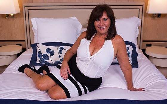 MomPov Married deprived Cougar with curves