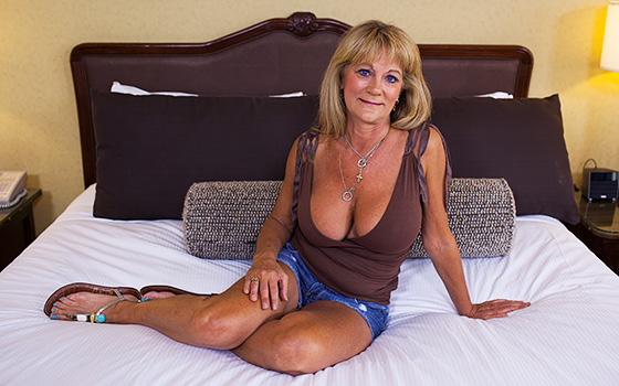 MomPov Hot busty cougar exhibitionist