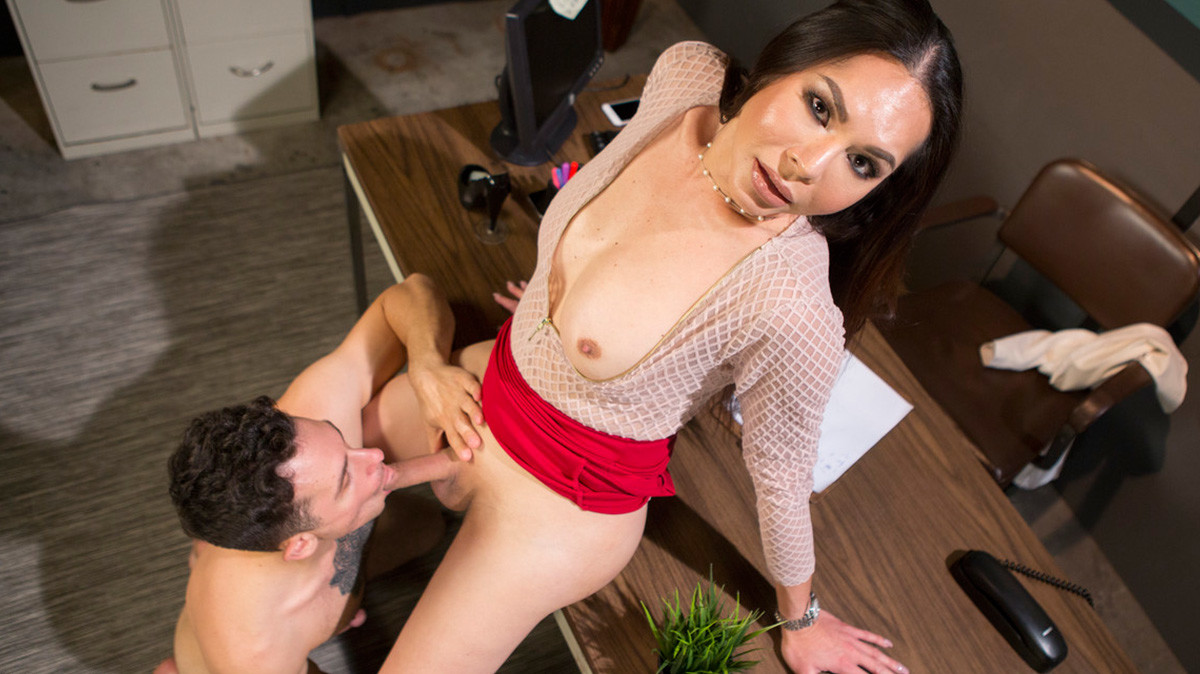 Darkside.xxx Dr. Amanda Cures Patient With Her Cock