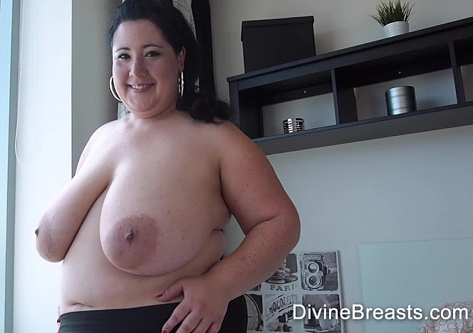 DivineBreasts Amanzia Big Boobs Flasher