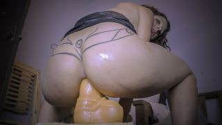 MANYVIDS ArgenDana in MILF bitch take deep a huge anal dildo