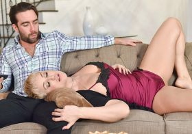 Milfty Ryan Keely in Sentimental Stepmom Snatch