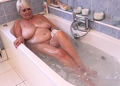 Auntjudys Christina Bathtub Masturbation