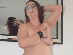 TacAmateurs Phillipas Ladies – Jenna J Smokes In Stockings Photo Album