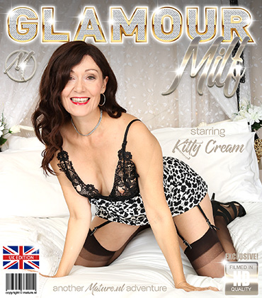 update   13580 hot glamorous milf is playing with herself  Preview
