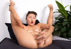 Anilos Lira Kissy in Fifty And Flexible