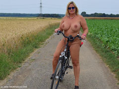 TacAmateurs Nude Chrissy – Bike Tour HD Video