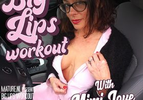 MATURE NL update   13663 naughty milf with big juicy pussy lips loves to workout