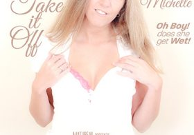 MATURE NL update   11711 naughty mom michelle loves to play with herself in bed