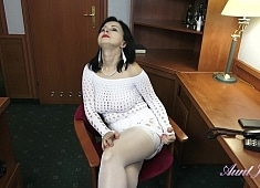 Auntjudys Wanilianna Seduces You & Masturbates For You at the Office