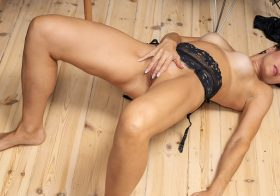 Anilos Daryna in Fourty And Fit