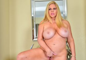 Anilos Karen Fisher in The Blonde Bomshell