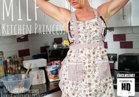 MATURE NL Hot MILF Jade is a real princess in the kitchen