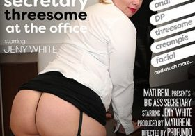 MATURE NL update   13811 big ass mature secreteary getting a threesome at the office