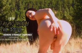 MANYVIDS KorinaKova in Futanari Mommy: The Picnic