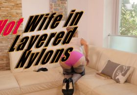 STOCKINGVIDEOS Hot Wife in Layered Nylons….and She Sprays