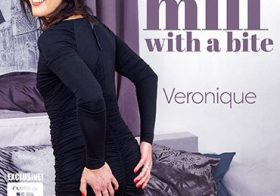 MATURE NL Small breasted MILF Veronique loves to please herself