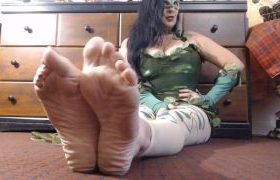 MANYVIDS DirtyLesbians in Poison IVY Sexy Wrinkled Soles