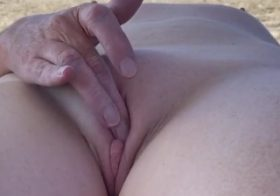 Yourvoyeurvideos Wife nudist fingers in beach