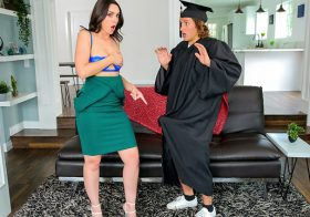 MomsTeachSex Jaimie Vine in StepsonsGraduationDay-S16:E1