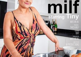 MATURE NL Thick MILF Tiny gets wet in her kitchen