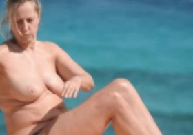 Yourvoyeurvideos Mother and daughter topless